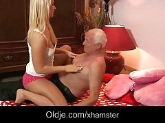 Grandpa's old cock screw blonde's young pussy